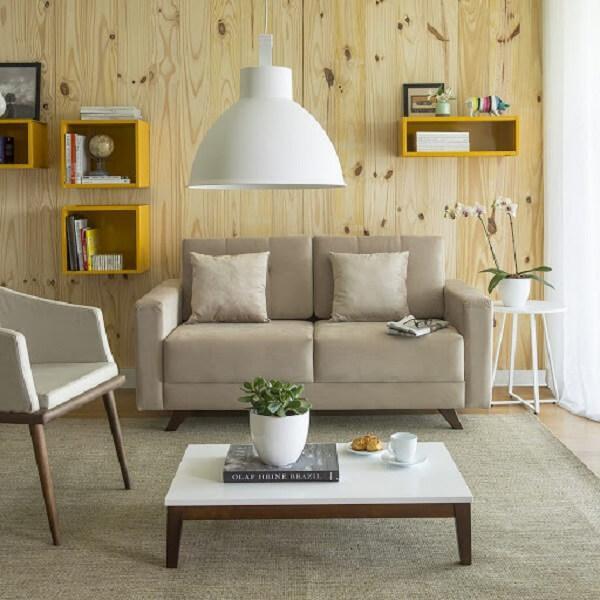 Os nichos para sala em tom amarelo trouxeram alegria para o ambiente