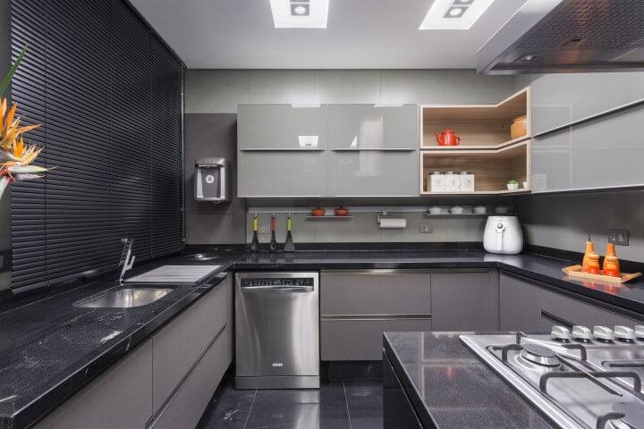 Pisos para cozinhas escuros Projeto de Maria Luisa Mendes