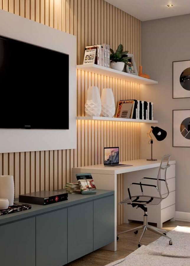 cantinho de estudo na sala com escrivaninha branca  Foto Webcomunica