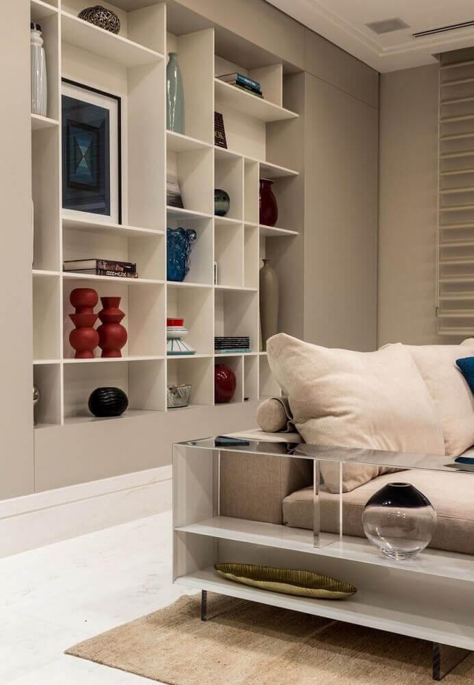 Decoração com estante de nichos para sala