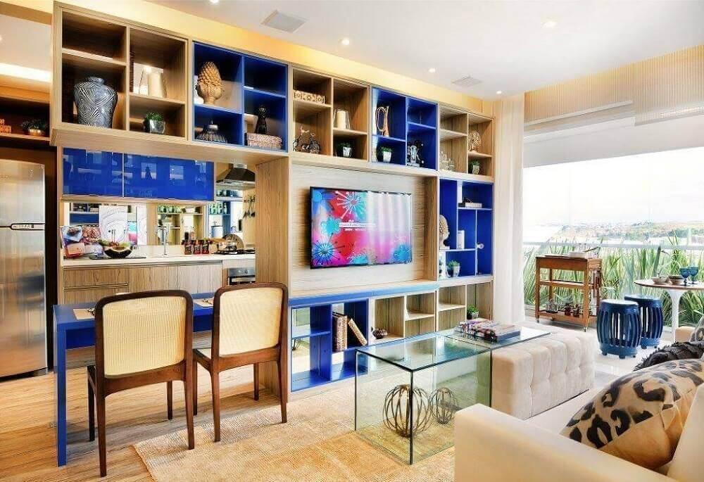 nichos coloridos para sala de TV