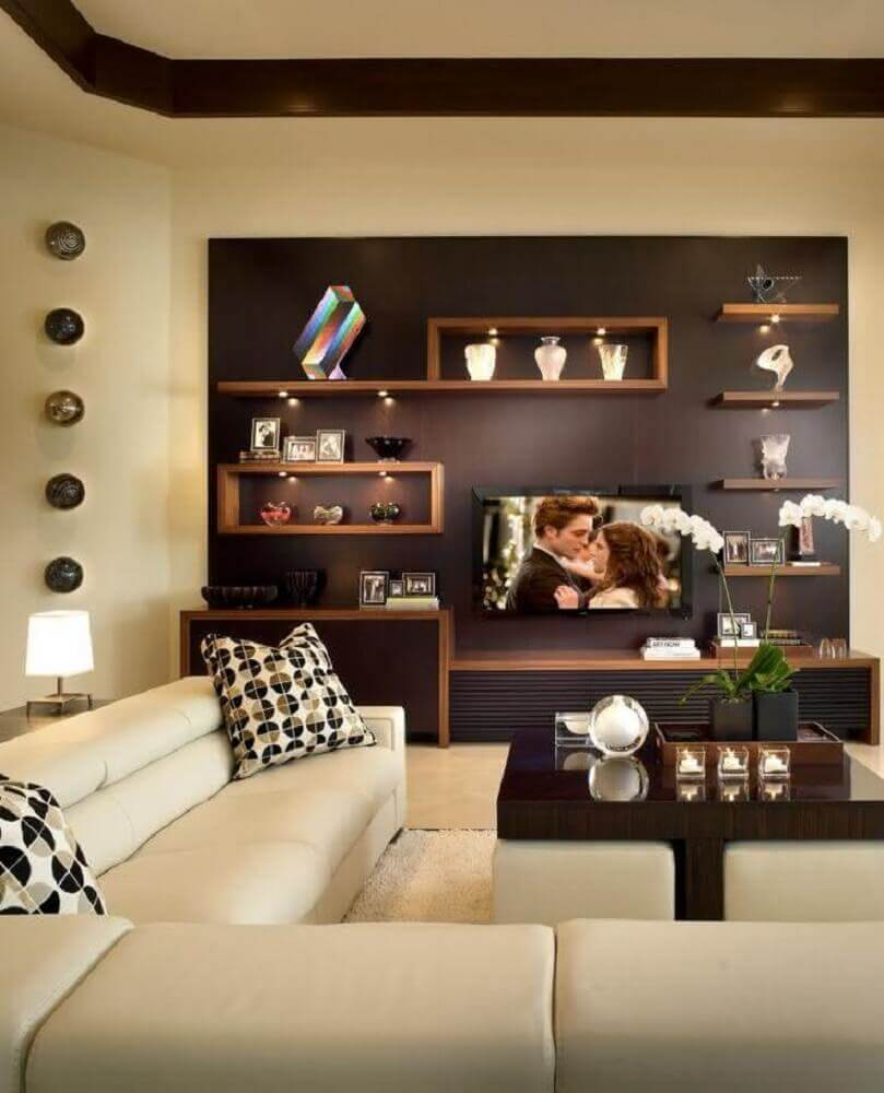 nichos de madeira para sala de TV