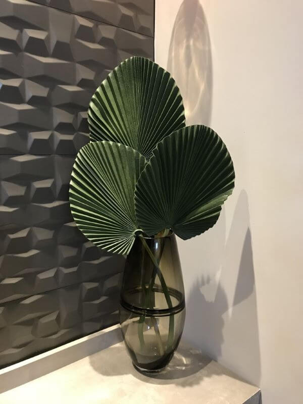 Palmeira leque em vaso de cristal