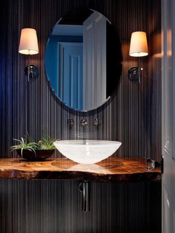 pia de banheiro de vidro parede azul