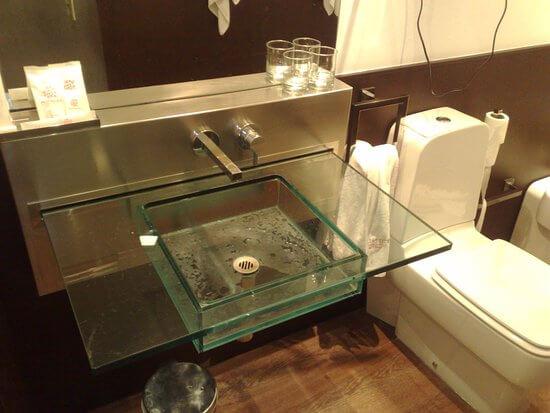pia de banheiro de vidro sem gabinete