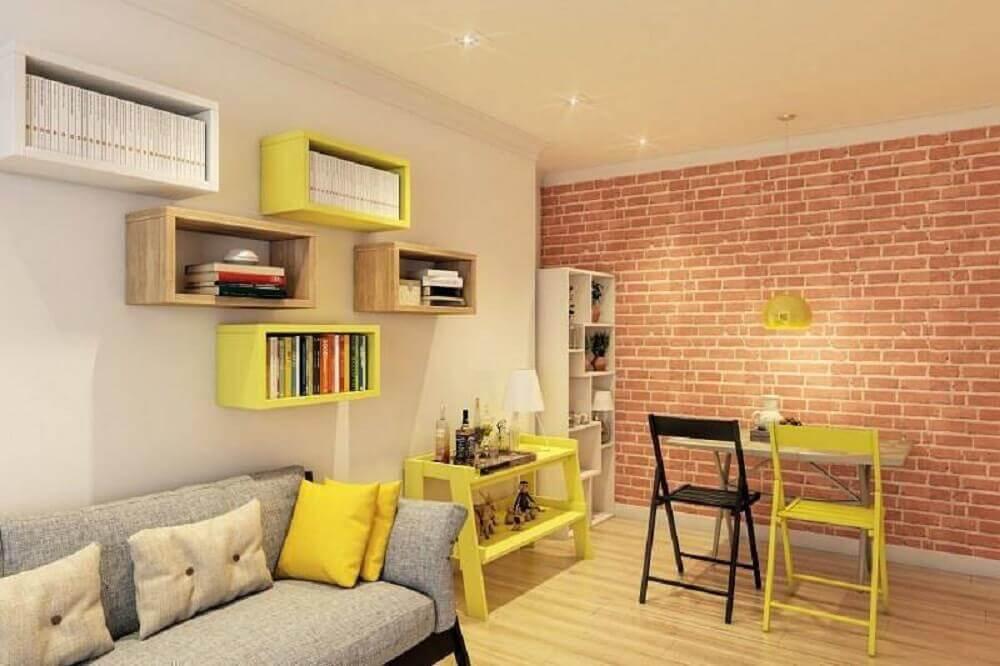 sala com nichos em cores diferentes