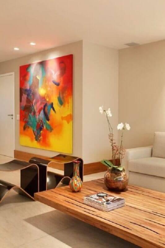 sala decorada com quadros abstratos coloridos  Foto Archidea