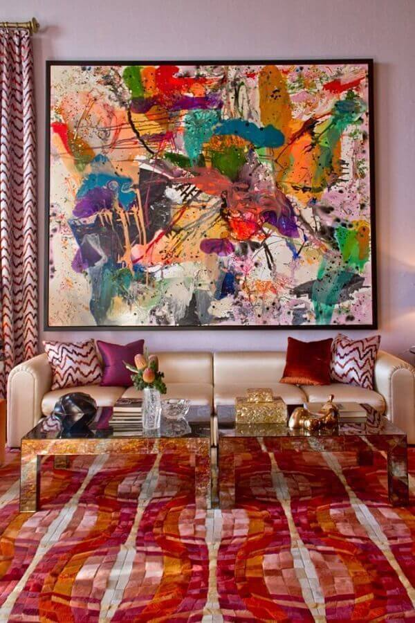 sala decorada com tapete e quadro abstrato colorido  Foto Pinterest