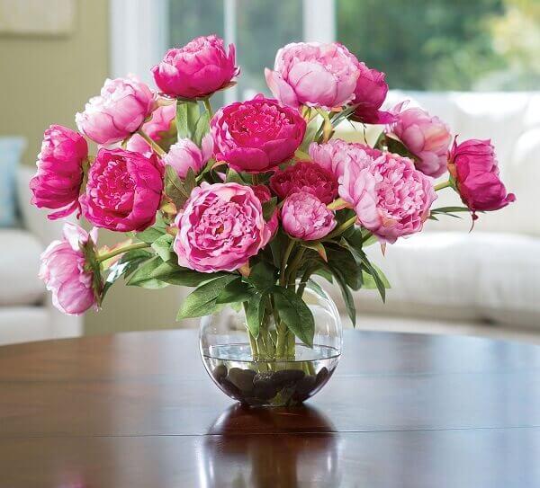 Vaso de peônias, as flores exóticas e raras mais bonitas e românticas