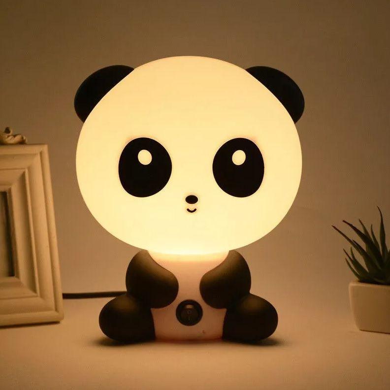 Quarto infantil com abajur decorativo de panda