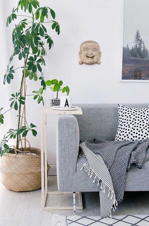 decoração com mesa de canto de sofá cinza Foto Apartment Therapy
