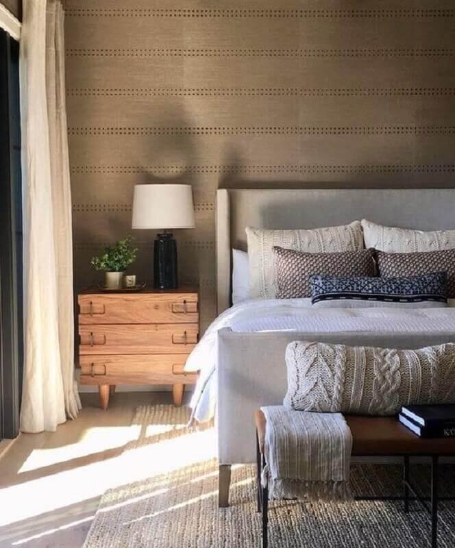 decoração quarto de casal com mesa de cabeceira madeira com gavetas Foto Pinterest