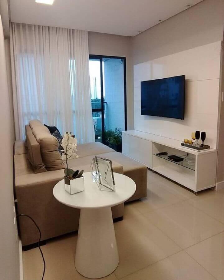 decoração simples para sala com mesa de canto redonda branca  Foto Dicas de Mulher