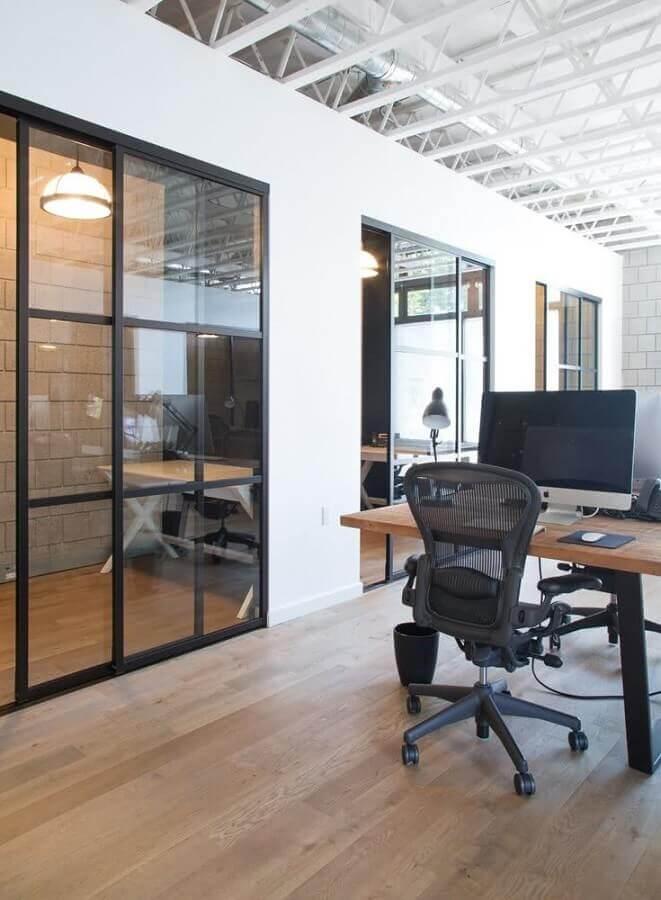 escritório moderno com cadeira escritório ergonômica Foto Apartment Therapy