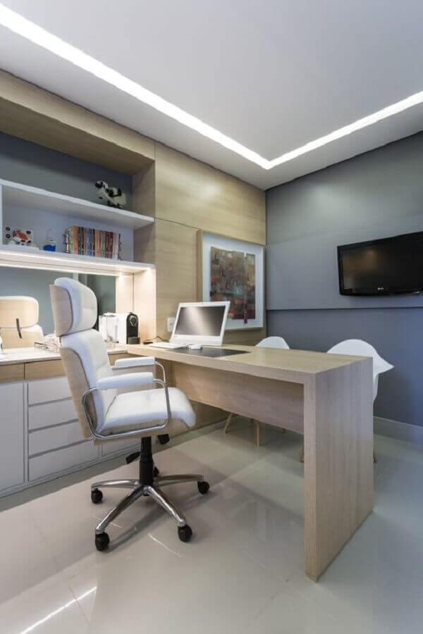 escritório planejado com cadeira de escritório confortável branca Foto Pinterest