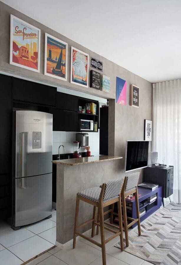 deias para cozinha americana pequena com armários pretos Foto Eu Capricho