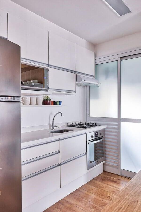 ideias para cozinha pequena de apartamento branca com armários planejados Foto Casa de Valentina