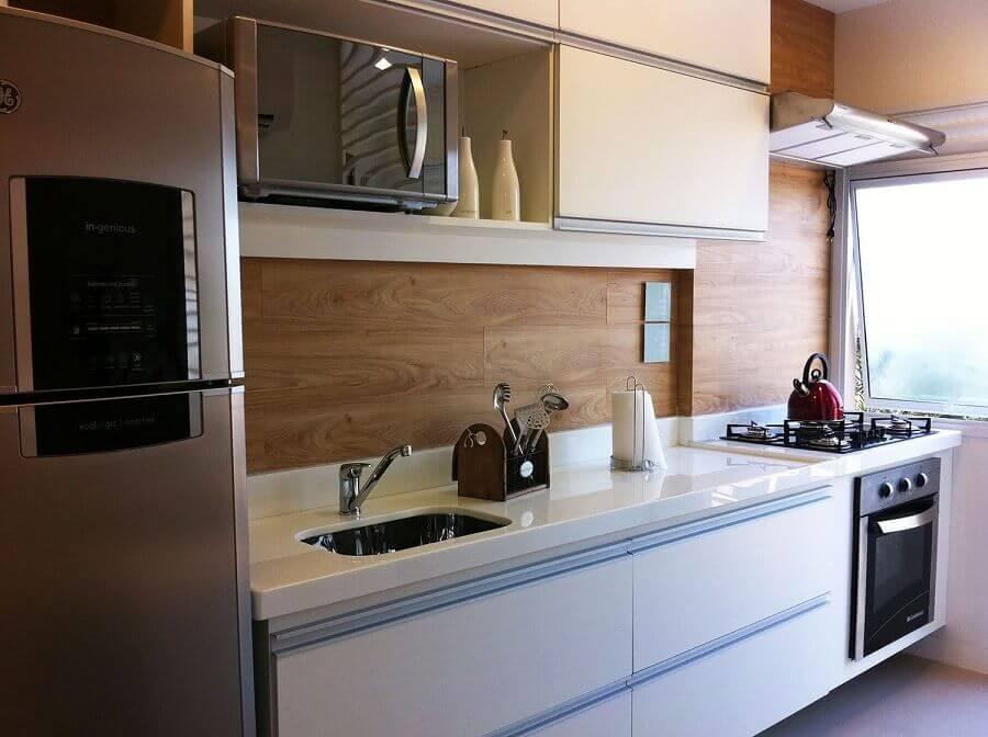ideias para decorar cozinha pequena com revestimento que imita madeira Foto Pinterest