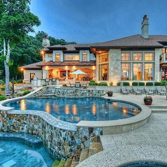Casa grande e luxuosa