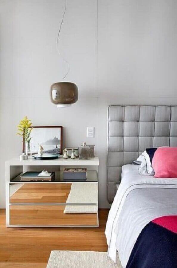 mesa de cabeceira espelhada para decoração de quarto simples Foto Pinterest