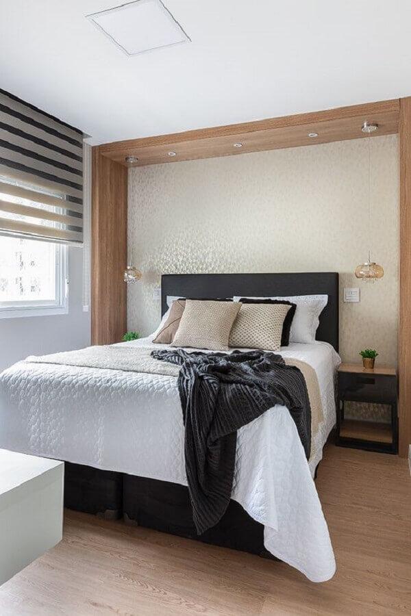 mesa de cabeceira preta para decoração de quarto de casal amplo e moderno Foto Rúbia M. Vieira Interiores