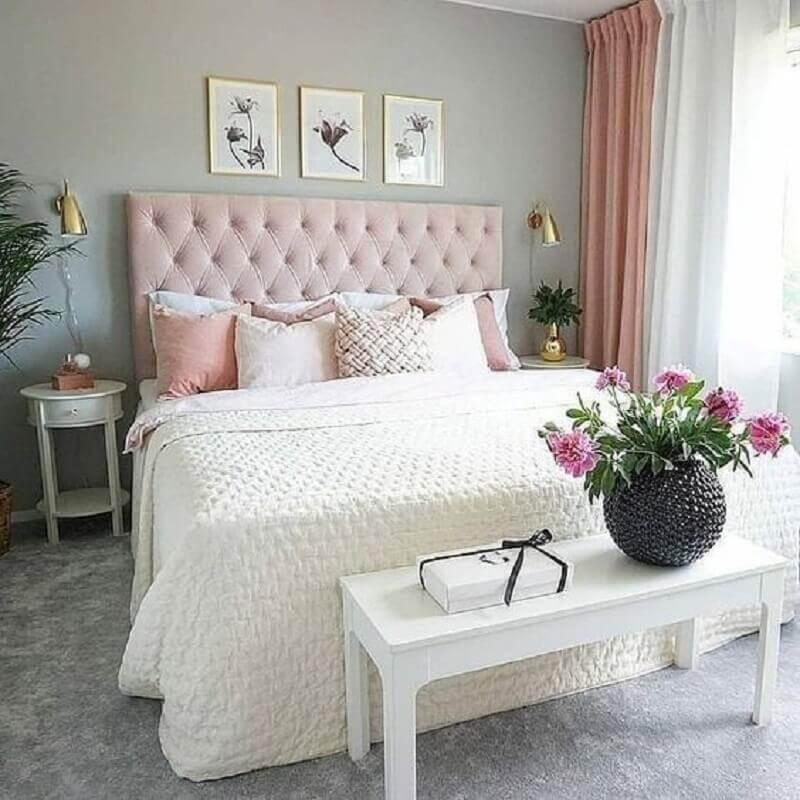 mesa de canto branca com gaveta para decoração de quarto de casal cinza e rosa Foto Pinterest