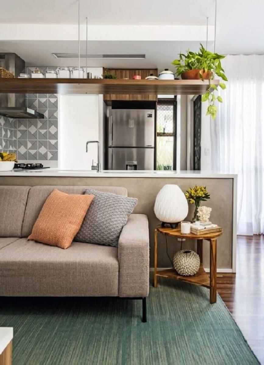 mesa de canto de madeira para sala com cozinha integrada  Foto Pinterest