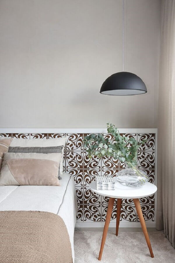 mesa de canto pé palito para decoração de quarto com pendente preto Foto Pinterest