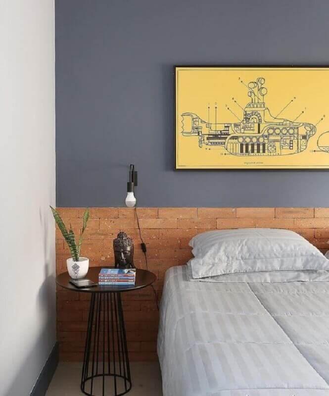 quarto moderno decorado com mesa de cabeceira alta preta redonda Foto Mariana Orsi