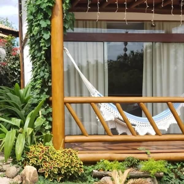 A rede de descanso não pode faltar nas casas de campo com varandas