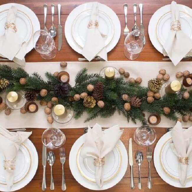 Antes de definir quais são os enfeites de Natal para mesa pense nas cores que você deseja utilizar
