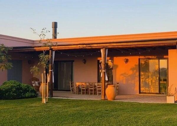 As casas de campo simples com varanda são muito aconchegantes