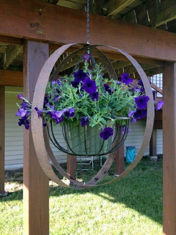 Cultive flores para vasos suspensos