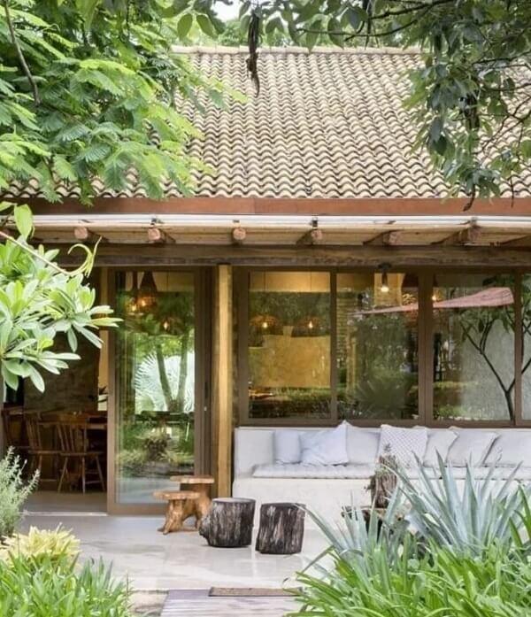 Mesmo com tamanho reduzido as casas de campo simples com varanda são de tirar o fôlego