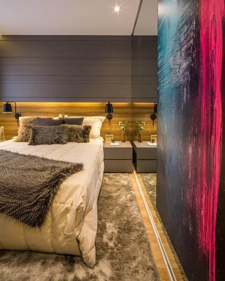 abajur de parede para quarto moderno decorado com tapete felpudo bege mesclado Foto Claudia Albertini Arquitetura
