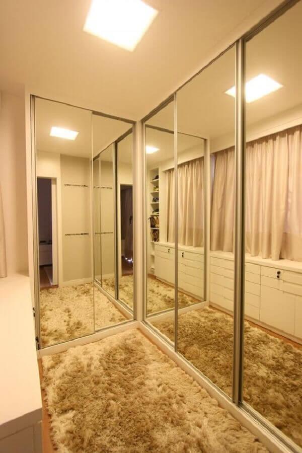 closet decorado com tapete felpudo bege  Foto Jeito de Casa