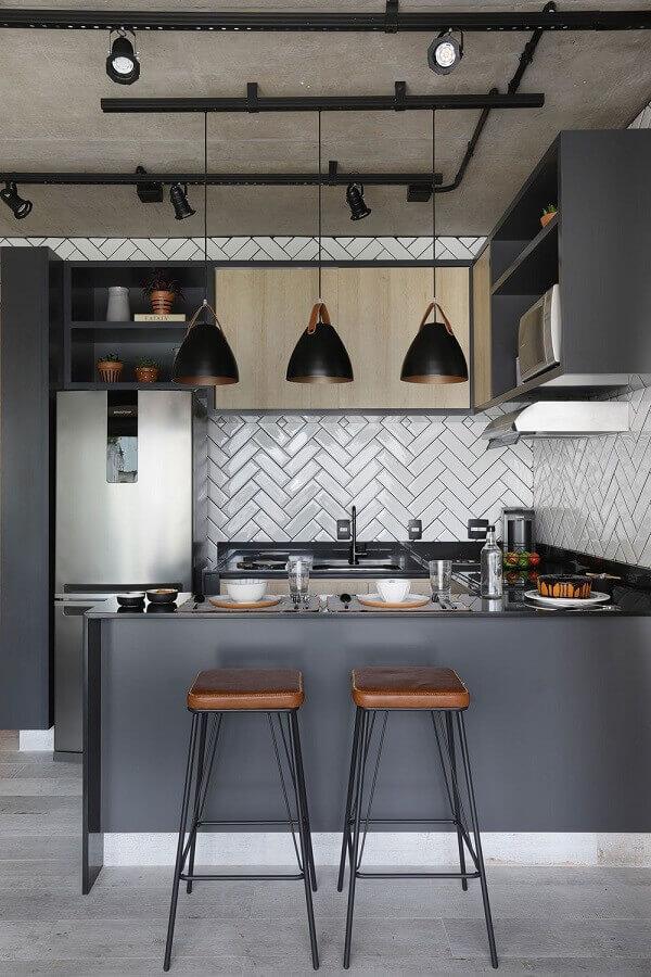 cozinha americana moderna com estilo industrial decorada em tons de cinza  Foto Pinterest