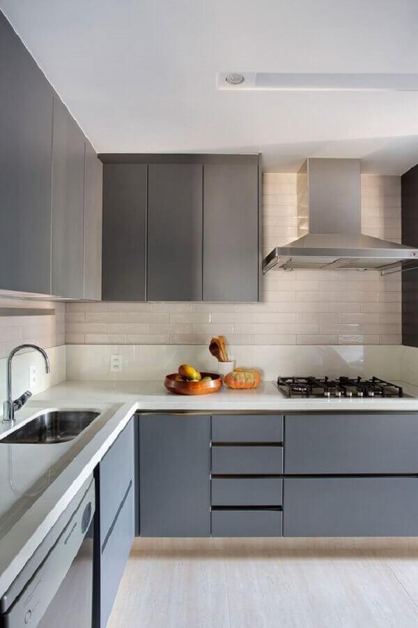 cozinha em tons de cinza decorada com armários planejados  Foto Casa de Valentina