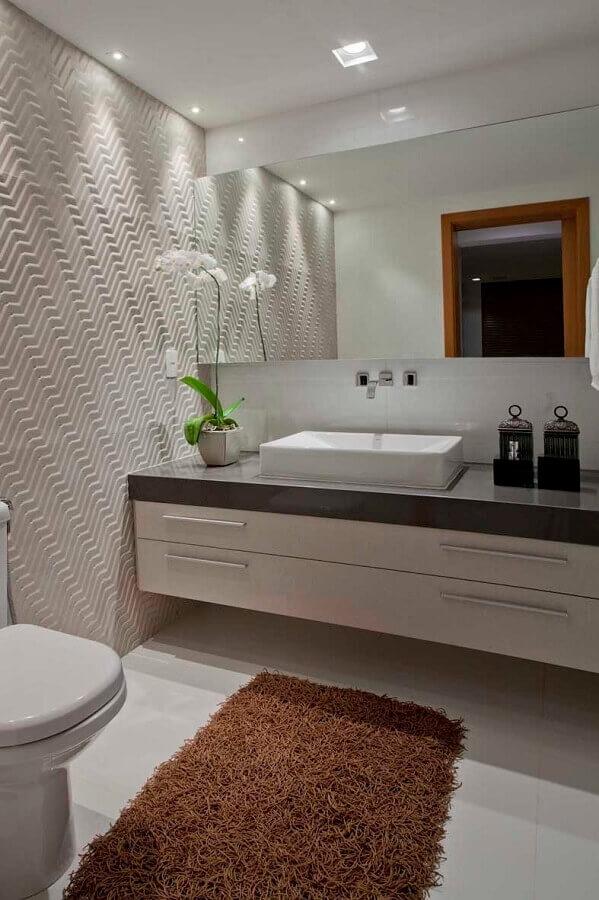 decoração de banheiro com tapete bege escuro Foto Pinterest
