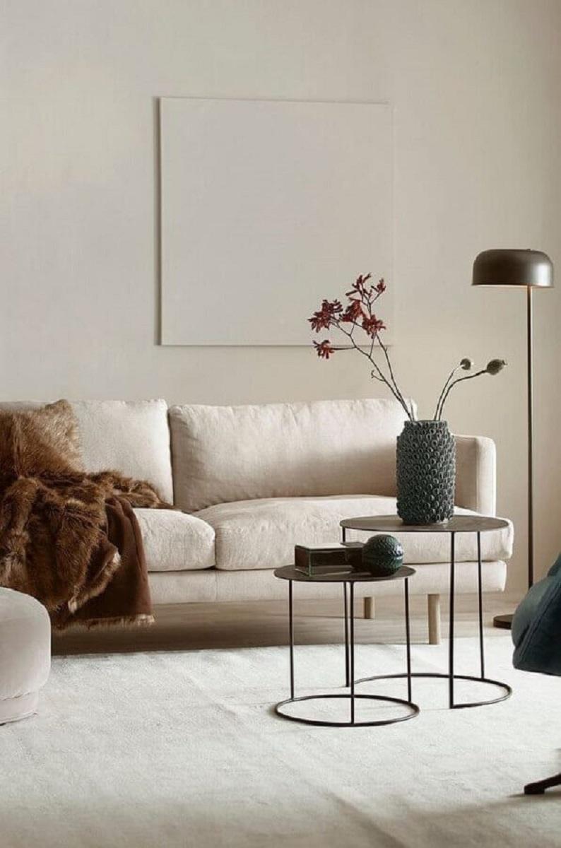 decoração minimalista com cores neutras e vasos decorativos para sala de estar Foto Behance
