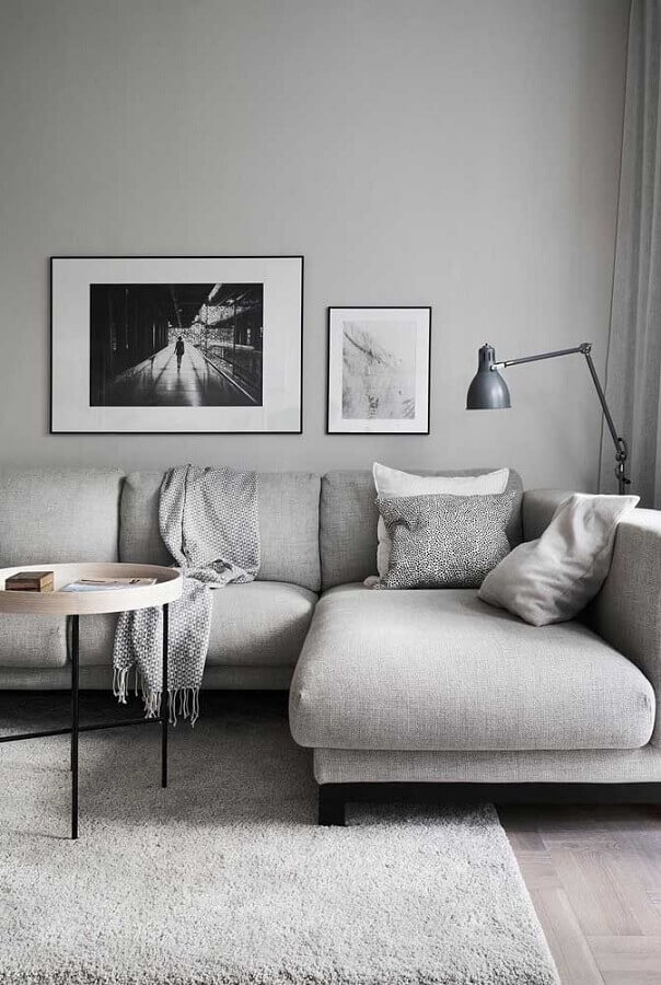 decoração moderna para sala minimalista em tons de cinza claro  Foto Futurist Architecture