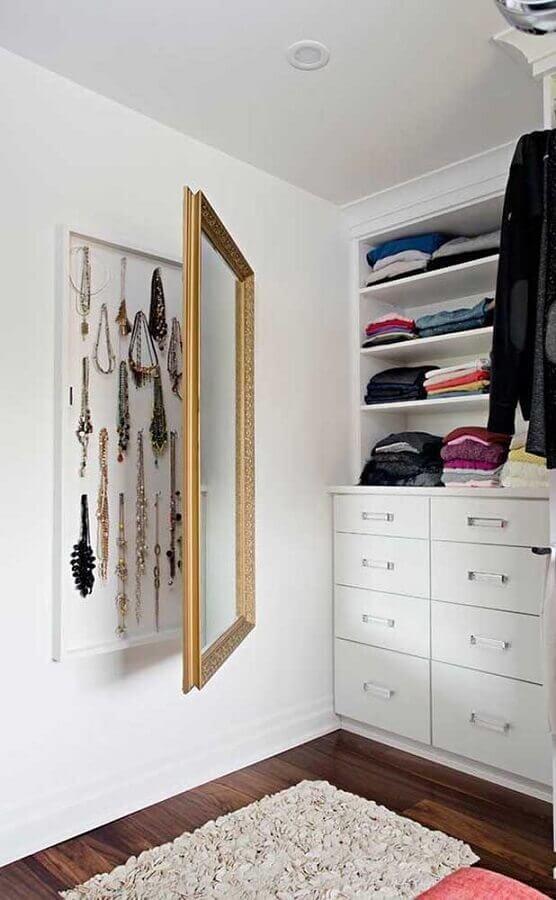 espelho de parede com porta para decoração de closet Foto Histórias de Casa