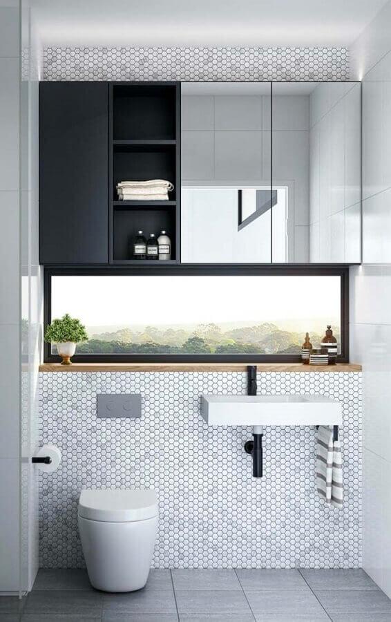 espelho de parede para banheiro planejado com revestimento hexagonal  Foto Pinterest