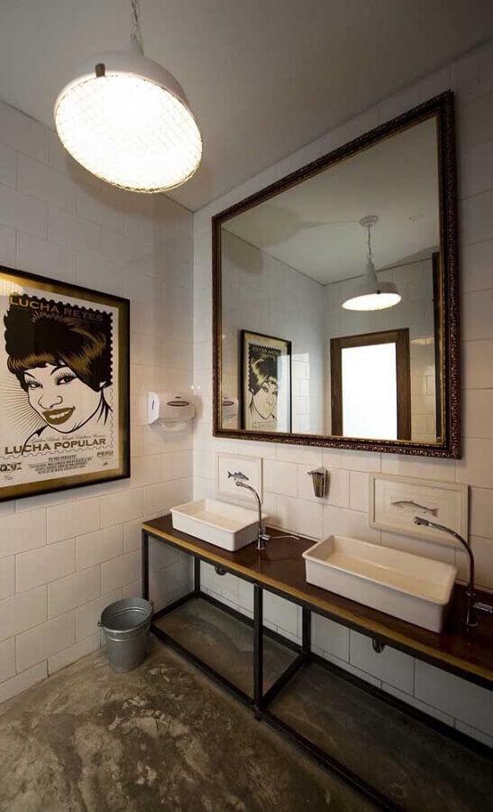 espelho de parede para banheiro simples com estilo industrial  Foto Home Fashion Trend