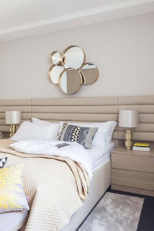 espelho de parede para quarto de casal planejado com cabeceira estofada Foto Pinterest