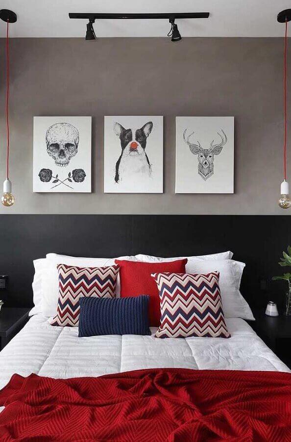 jogo de cama vermelho para decoração de quarto em tons de cinza  Foto Pinterest