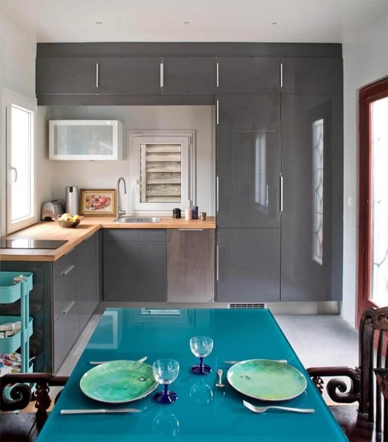mesa azul para decoração de cozinha em tons de cinza  Foto Home Fashion Trend
