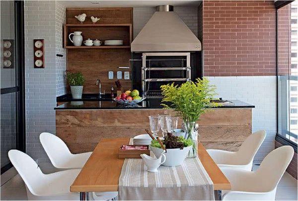 Deixe a mesa para varanda gourmet próximo a churrasqueira