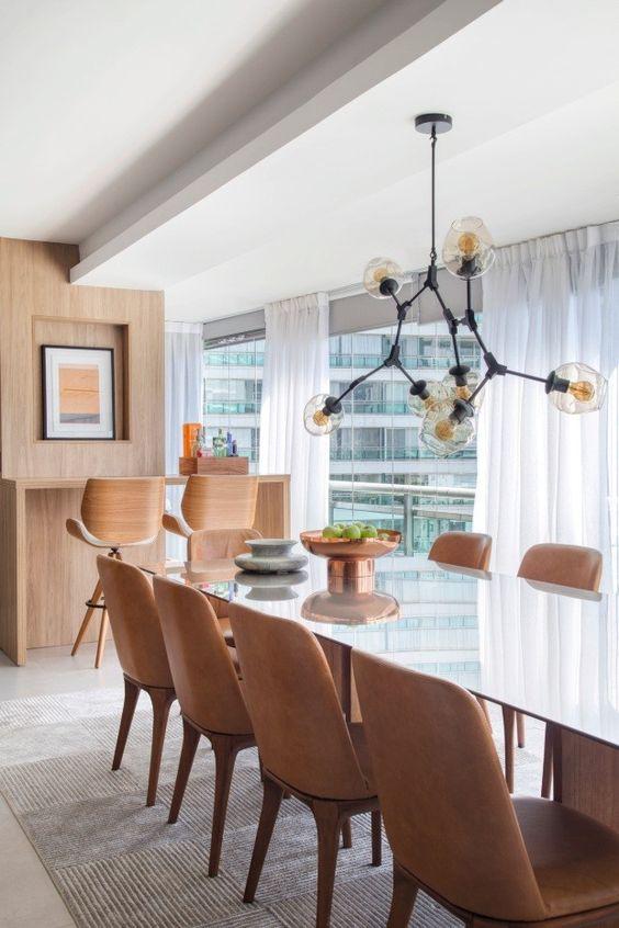 Mesa para varanda gourmet com lustre industrial