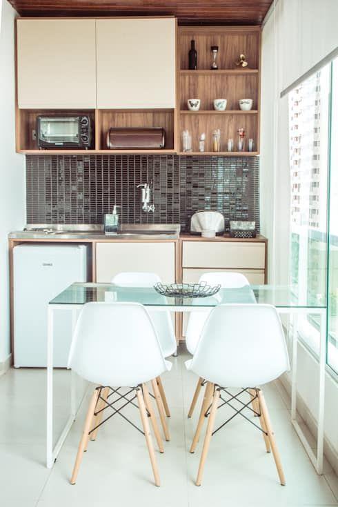 A mesa para varanda gourmet de vidro é perfeita para ambientes pequenos